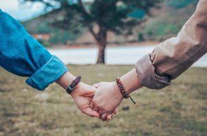 beneficios yoga en pareja (1)